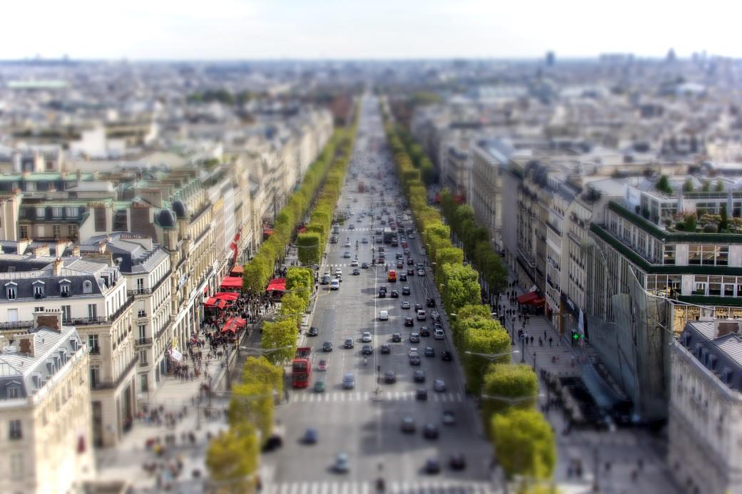 paris-Champs-Élysées-tilt-shift-X3.jpg